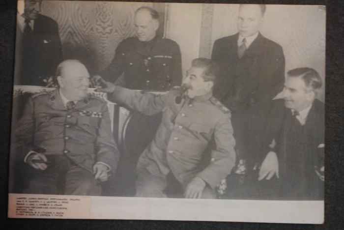 """Józef: Winston, nazwałeś Polskę """"chciwą hieną Europy"""" pomimo że tak dzielnie walczyli w obronie Anglii. Nie martw się, teraz już będziesz miał ich z głowy."""