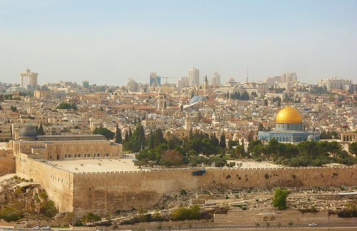 Jerozolima - widok na mury Starego Miasta ze Wzgórza Oliwnego.