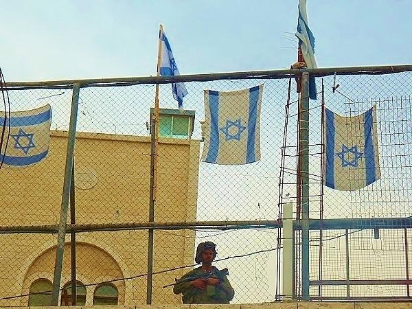 Żołnierz izraelski w Hebron.